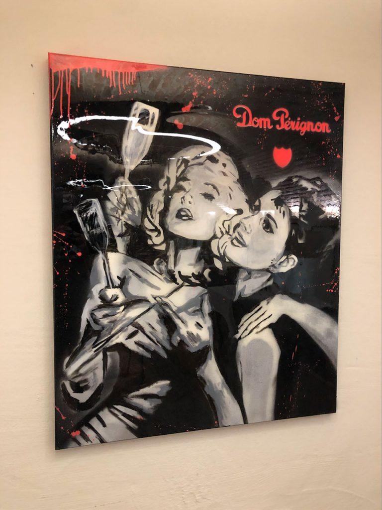 Marilyn & Coco Dom Pérignon mit Schwarzlicht